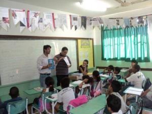 Gerente-Ambiental-da-PCH-Paracambi-Adalto-Gomes-foi-ate-a-escola-Aurelino-Goncalves-Dias-para-falar-sobre-o-material